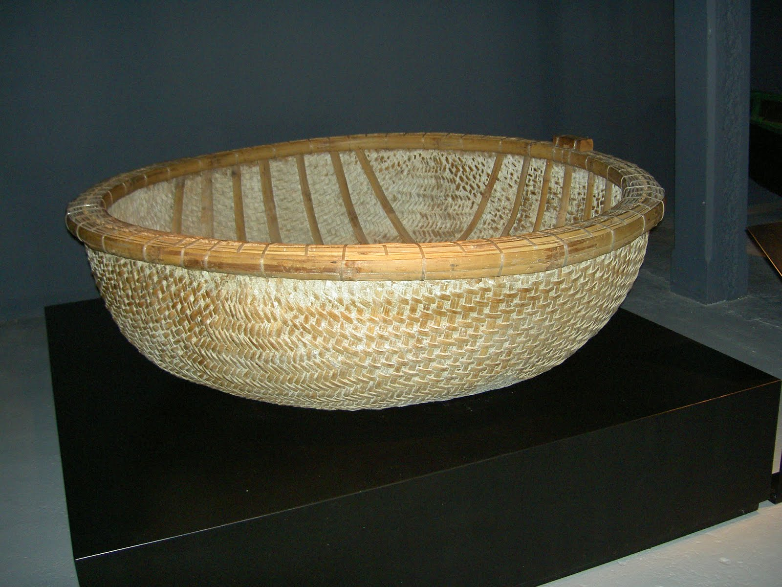 File:Basket boat.JPG