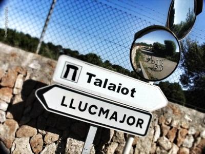 Cartel indicador Llucmajor Talaiot