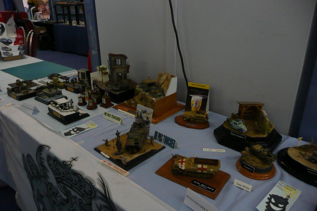 Maquettexpo : La table de Kitmaquettes P1080343