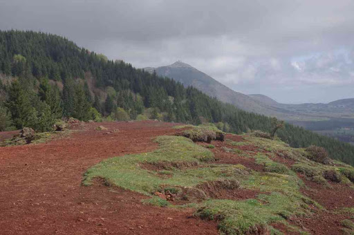 Le puy de Dôme vu depuis celui de Lassolas