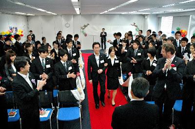 ネスレ日本入社式でバージンロード ちなみに副社長は欽ちゃんの仮装大賞に出演