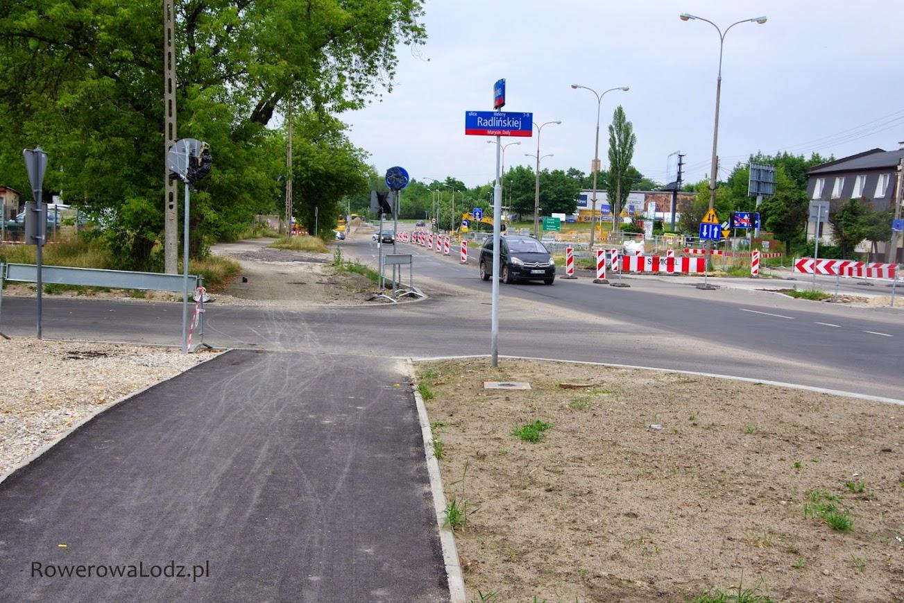 Na tym skrzyżowaniu nowa rowerówka się kończy - dalej powstanie dopiero wraz z ul. Inflancką.