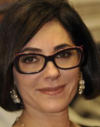 Christiane Torloni com óculos de grau