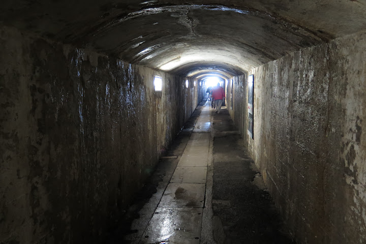 Tunnel vom Bergbahnhof ins Freie
