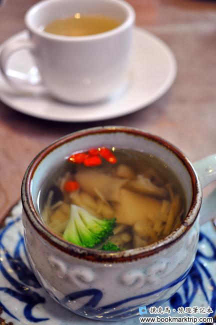 八月江南燒神菇養生湯