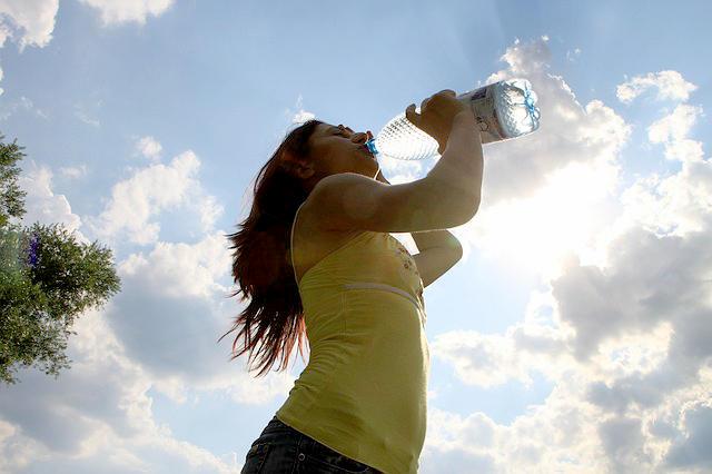 Fakta Dan Mitos Tentang Minum Air Putih