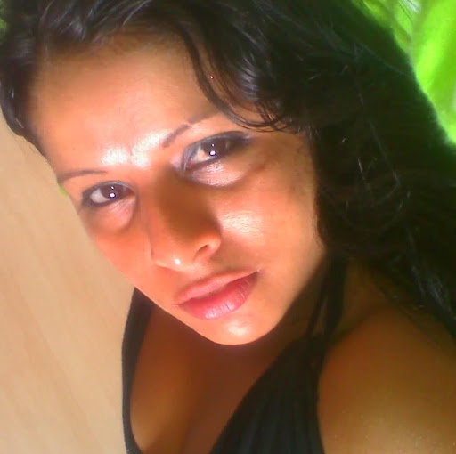 Debora Duarte Photo 19