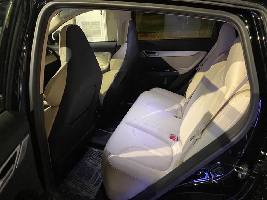 Et bilde som inneholder bil, transport, bagasjerom, parkert  Automatisk generert beskrivelse