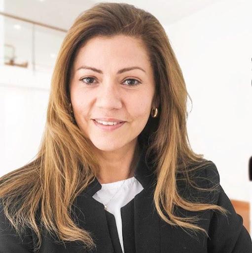 Yesenia Villalobos Photo 23