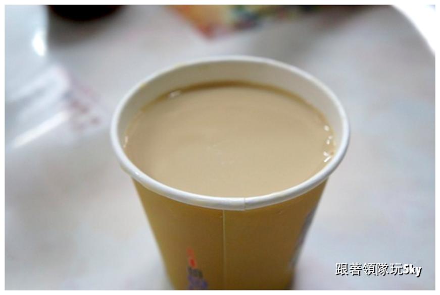 花蓮美食推薦【廟口紅茶小西點】早餐花生杏仁湯+油條(食尚玩家介紹)