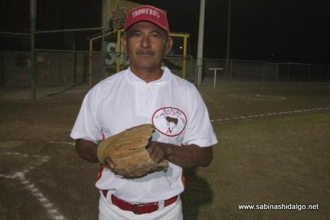 Ignacio La Vereda Méndez de Potros Salvajes en torneo relámpago nocturno de softbol