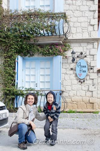Asma Han otelin önünde, Alaçatı İzmir
