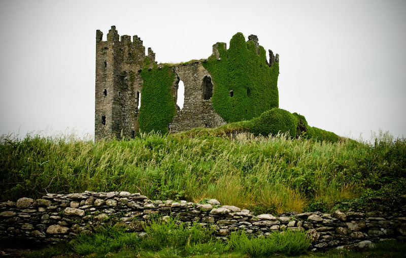 Ring of Kerry -- Cahersiveen i Ballycarberry Castle..