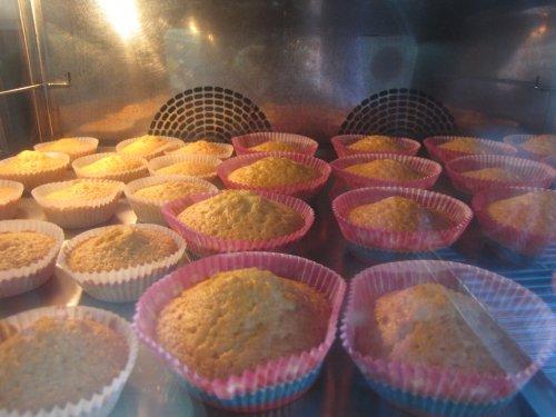 Vandaag houden we een alternatieve Koken voor Kids: Cupcake Party. Een eerste lading staat alvast op voorhand in de oven