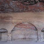 「アーンの墓」の内部。石の色が独特の雰囲気を醸し出す。