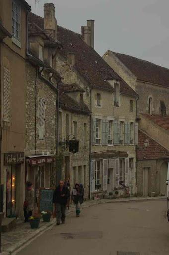 Vézelay (la grande rue pavée)