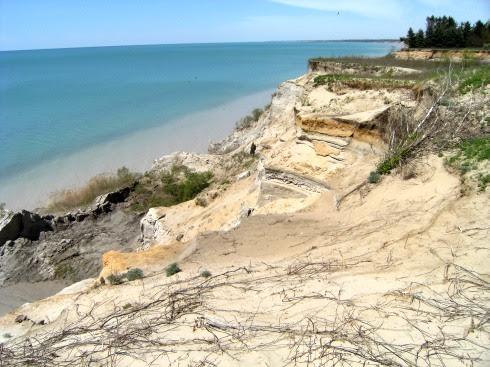 Steilküste mit Sand und Lehm am Erie See bei Clear Creek, Ontario, Kanada