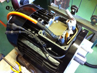 Replacing the leads of the motor so that the connection box on the top can be omitted. Height is critical.
