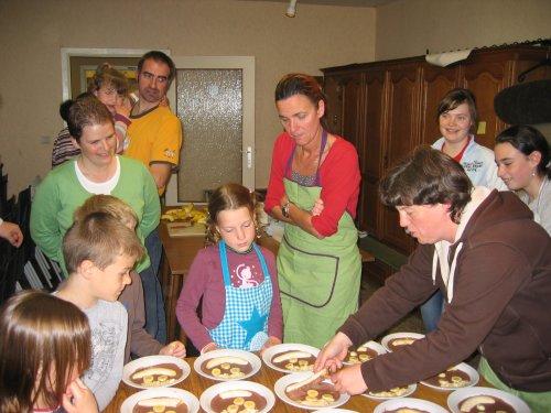 De ouders komen ook eens in de keuken meeloeren.