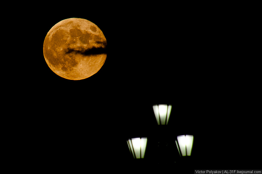 Полнолуние. Луна над Москвой