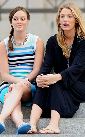 Blake Lively and Leighton Meester - Page 6 Sitting-pretty-girls
