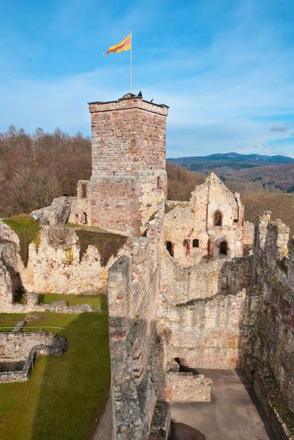Blick vom Südturm auf Palas und Bergfried