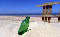 papel de parede garrafa na areia