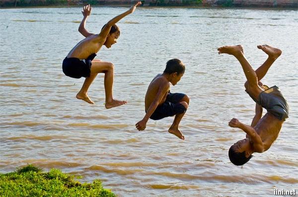 nhớ kỷ niệm tuổi thơ bên dòng sông quê