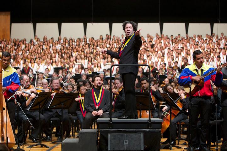 El maestro Gustavo Dudamel, director musical de El Sistema, condujo los dos conciertos aniversaris