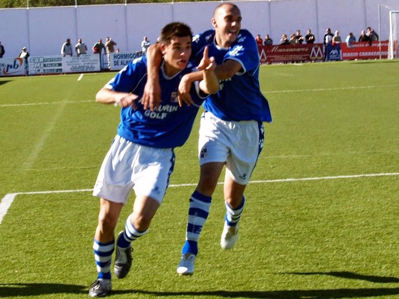 Emmanuel Cristori celebrando su primer gol con el CD Alhaurino ante el Loja CD