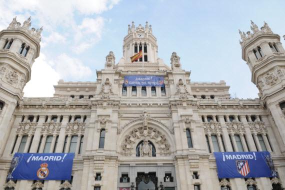 El Palacio de Cibeles celebra la final madrileña de Champions League