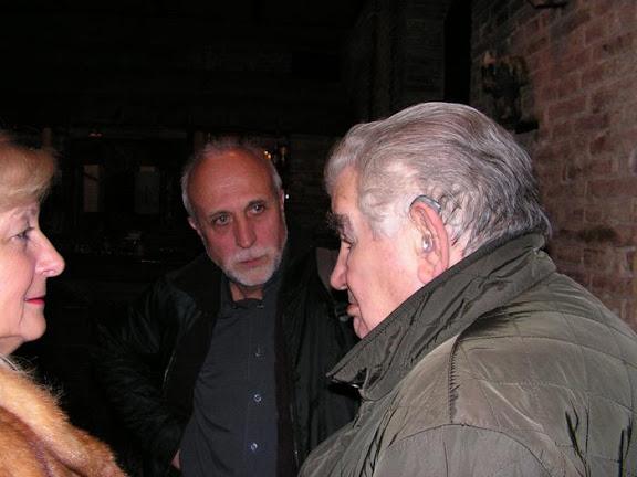 Con Antonio Gamoneda a la entrada del restaurante Zuloaga en León