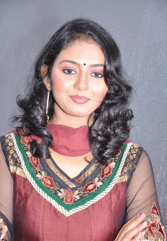 Actress Virundali Dhyana biography and Photos gallery pictures