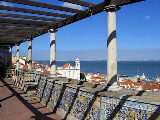 Мирадору дэ Санта Лузиа в Лиссабоне фото