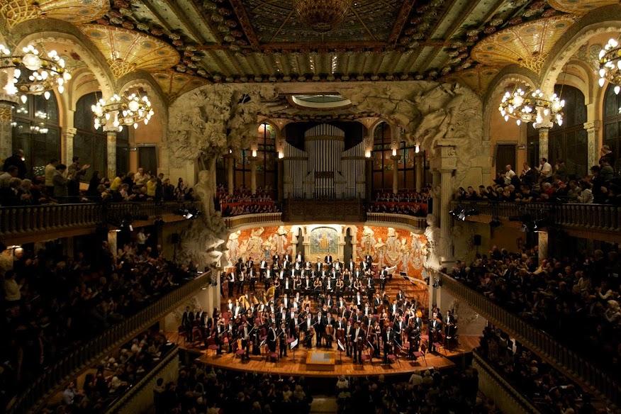 Los conciertos de la Simón Bolívar en el centro cultural catalán forman parte de la serie Palau 100, una programación de excelencia en la que se presentan las mejores orquestas, directores y solistas, acompañados por el Orfeó Català
