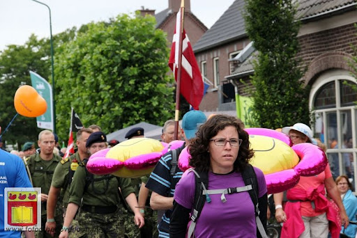 Vierdaagse van Nijmegen door Cuijk 20-07-2012 (17).JPG