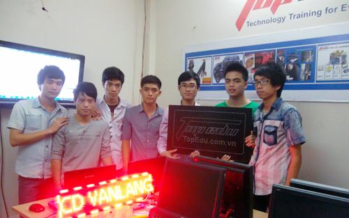 TopEdu hướng dẫn thực tập cho nhóm sinh viên CĐN Văn Lang