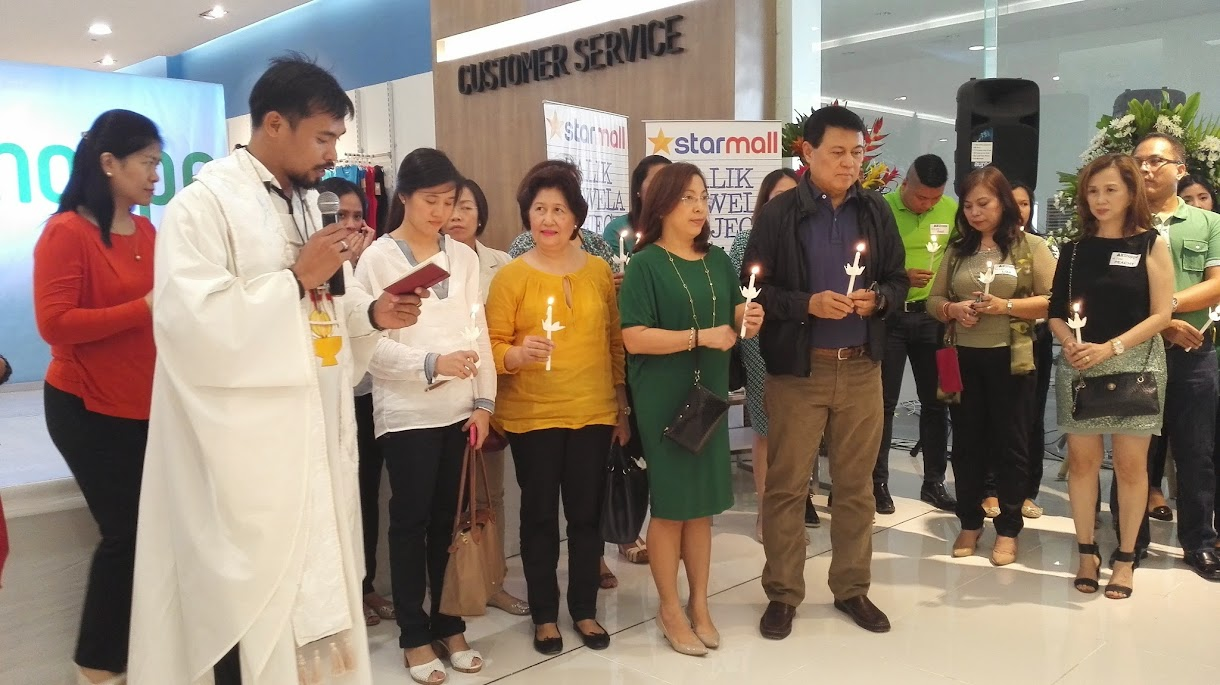 ALLSHOPPE BLESSING CEREMONY ATTENDED BY VISTA LAND CHAIRMAN MANNY VILLAR.