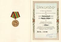 150c Medaille für treue Dienste in der Nationale Volksarmee für 10 Dienstjahre Punze 900 (1) www.ddrmedailles.nl
