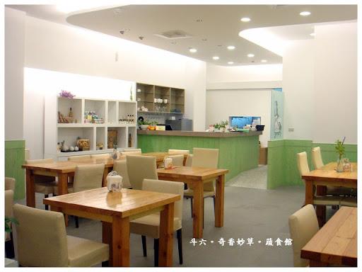 斗六- 後火車站清新風格的蔬食館。奇香妙草