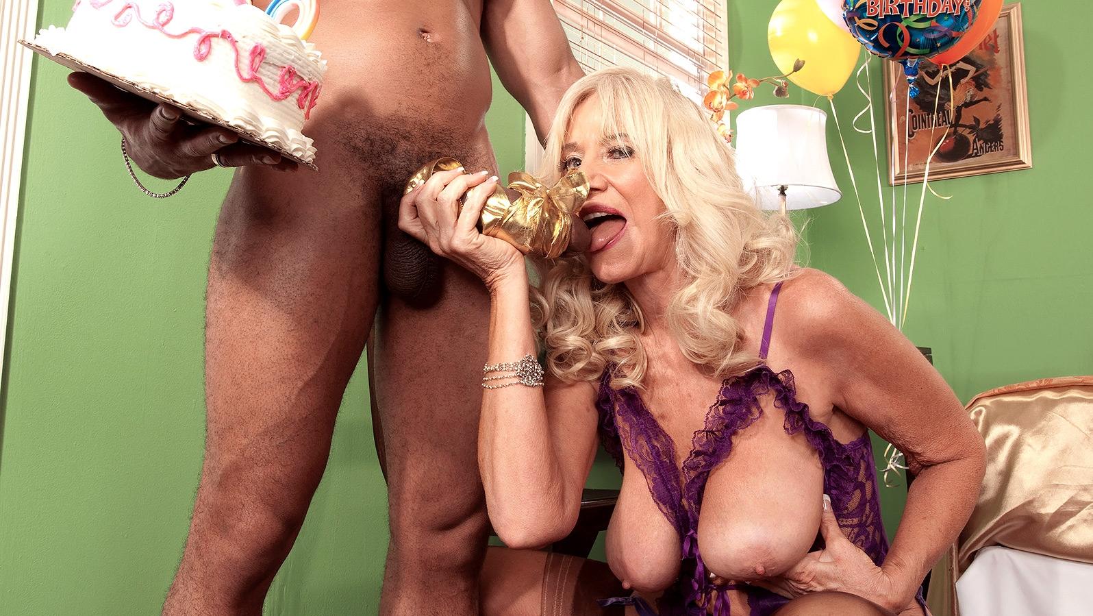 Муж жене на день рождения порно
