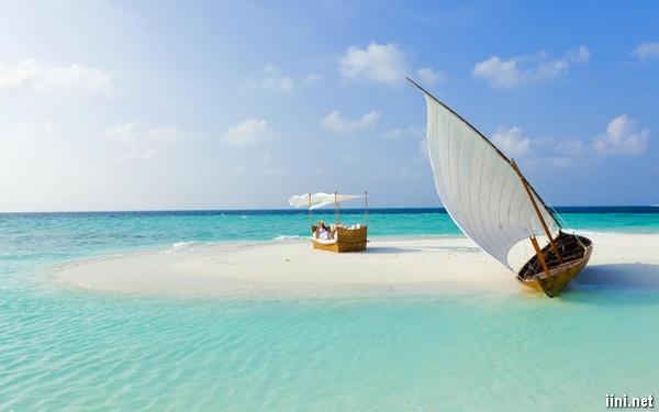 ảnh biển đẹp với thuyền buồm