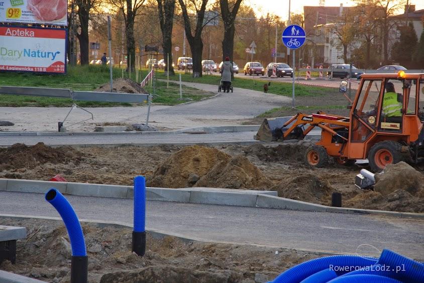 Południowy przejazd przez ul. Łagiewnicka od strony ul. Julianowskiej. Już widać jakie wywijasy czekają na rowerzystów.