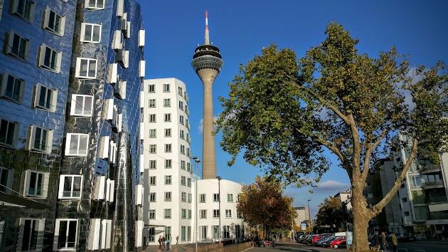 "Rheinturm<br><a class=""photo_author gallery_photo_author"" href=""https://maps.google.com/maps/contrib/108343985379338117476/photos"" target=""_blank"">Foto: Marc Davidson</a>"