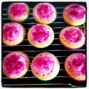 How to host a playdate - homemade cupcakes are great!