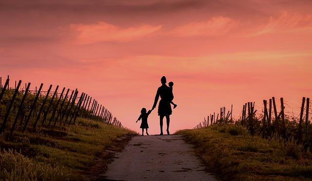 Chùm thơ viết về Phụ Nữ Đơn Thân, một mình nuôi con (Single Mom)