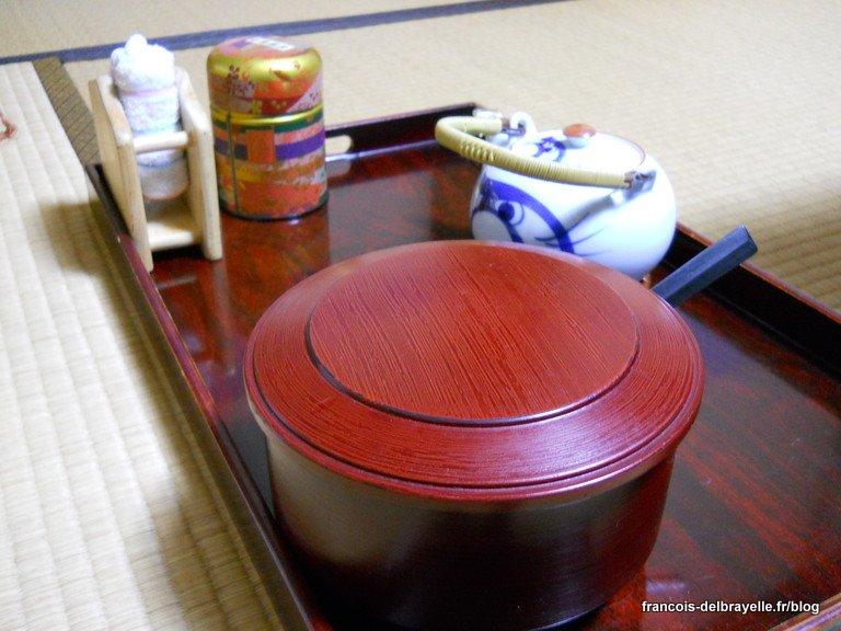 Oshibori en haut à gauche