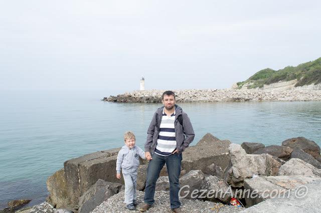 Yeşilçay'ın Karadeniz'e döküldüğü yer ve deniz feneri, Ağva