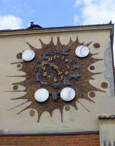 Reloj de Varsovia con las lunas