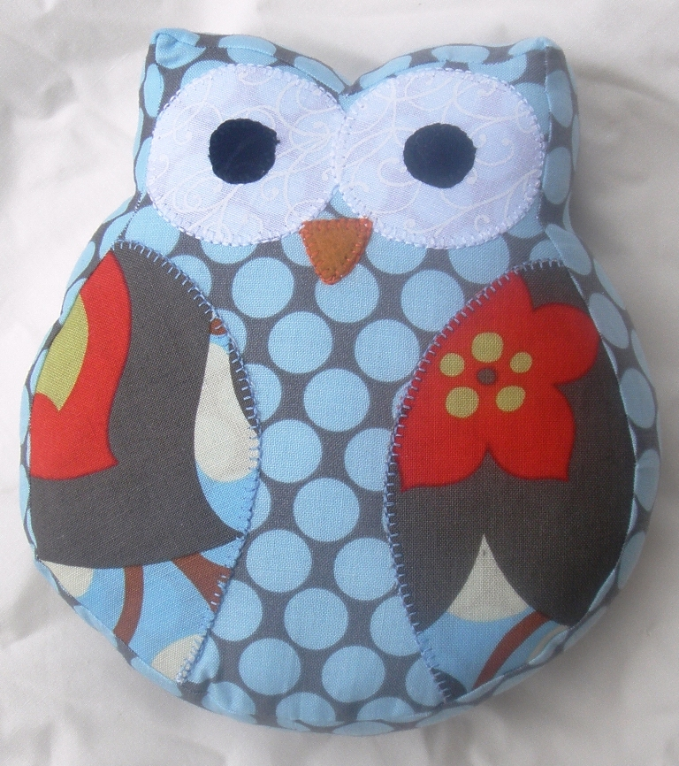Sew Little Fabric by Paula Storm: Owl Softie free Pattern/Tutorial